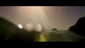 Jeep Summer of Jeep TV Spot, 'Seconds' Featuring Jeremy Renner [T1] - Thumbnail 4
