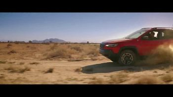 Jeep Summer of Jeep TV Spot, 'Seconds' Featuring Jeremy Renner [T1] - Thumbnail 7