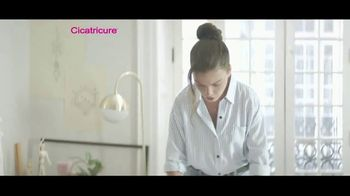 Cicatricure Brightening Face Cream TV Spot, 'Artista' [Spanish] - Thumbnail 2