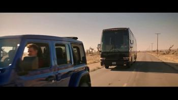 Summer of Jeep TV Spot, 'Ride Swap' Featuring Jeremy Renner [T1] - Thumbnail 5