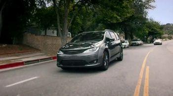 Chrysler Pacifica TV Spot, 'Disney Junior: A Whole New World' [T1] - Thumbnail 1