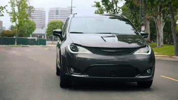 Chrysler Pacifica TV Spot, 'Disney Junior: A Whole New World' [T1]