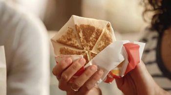 Taco Bell Breakfast Crunchwrap TV Spot, 'Tu despertador' [Spanish] - Thumbnail 2