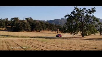 Summer of Jeep TV Spot, 'Cherokee: Connected' Feat. Arielle Vandenberg, Song by Jeremy Renner [T2] - Thumbnail 2
