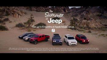 Summer of Jeep TV Spot, 'Cherokee: Connected' Feat. Arielle Vandenberg, Song by Jeremy Renner [T2] - Thumbnail 8