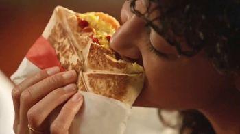 Taco Bell Breakfast Crunchwrap TV Spot, 'Wake-Up Call' - Thumbnail 7
