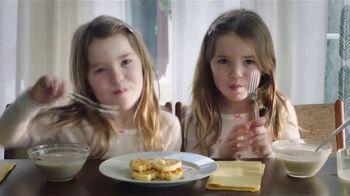 EGGO Homestyle Waffles TV Spot, 'The Dad's Inner Eggo Thoughts' - Thumbnail 6