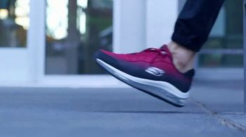 SKECHERS Skech-Air TV Spot, 'Styles That Breathe' - Thumbnail 6
