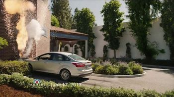 Farmers Insurance TV Spot, 'Hall of Claims: Rock and Wreck' - Thumbnail 3