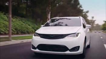 Chrysler Summer Clearance Event TV Spot, 'Great Deals' Song by Pinkfong [T2] - Thumbnail 2