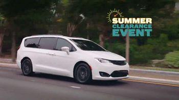 Chrysler Summer Clearance Event TV Spot, 'Great Deals' Song by Pinkfong [T2] - Thumbnail 4