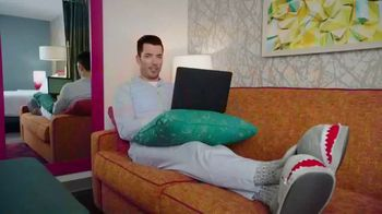 Home2 Suites by Hilton Bring It Sweepstakes TV Spot, 'Make Yourself at Home' Feat. Jonathan Scott - Thumbnail 4