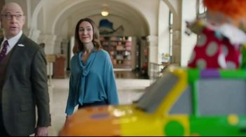 Farmers Insurance TV Spot, 'Three-Ring Fender Bender' - Thumbnail 8