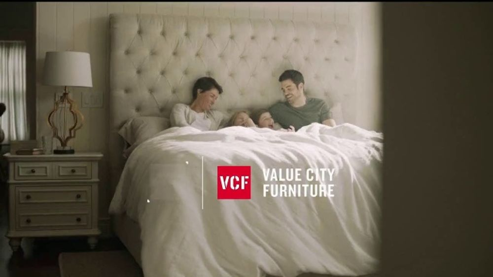 Value City Furniture End of Summer Sale TV Commercial, 'Dream Mattress Studio: Dream Plus'
