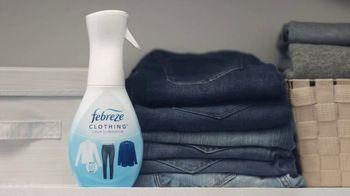 Febreze Clothing TV Spot, 'Quick Refresh' - Thumbnail 3