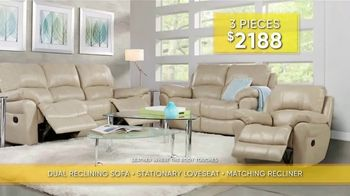 Rooms to Go Summer Sale and Clearance TV Spot, 'Luxurious Living Room Set' - Thumbnail 3