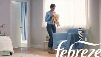 Febreze Clothing TV Spot, 'Actualización rápida' [Spanish] - Thumbnail 1
