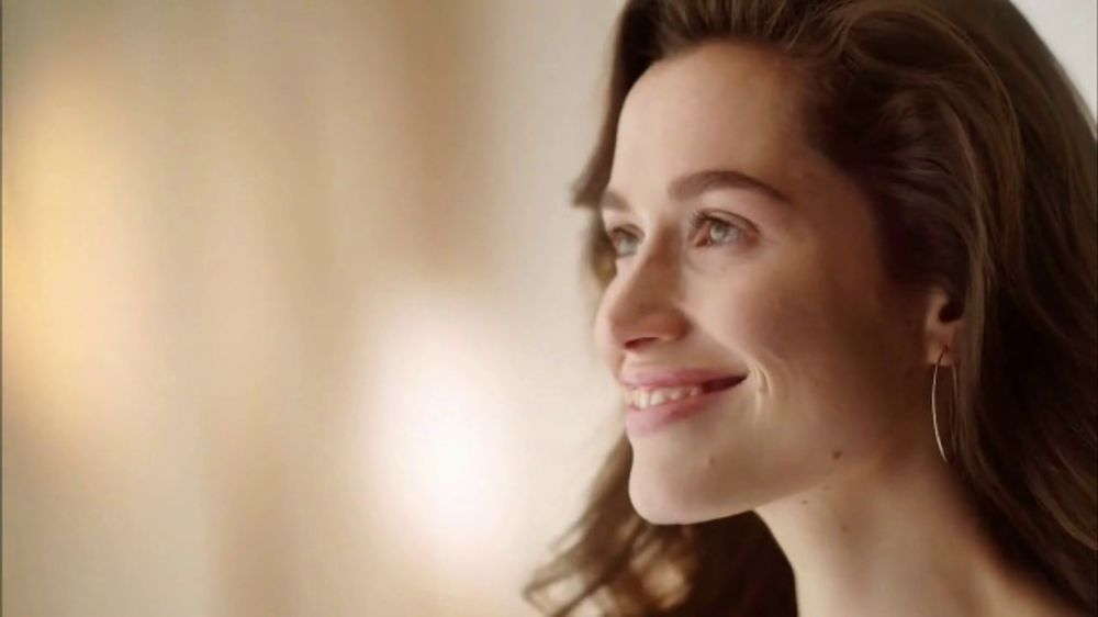 Glade Apple Cinnamon TV Commercial, 'Bloom' - Video