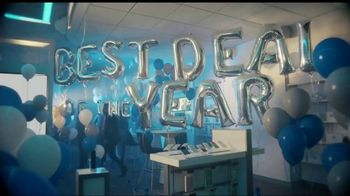 XFINITY Best Deal of the Year TV Spot, 'How It's Gonna Go Down' Featuring Amy Poehler - Thumbnail 4