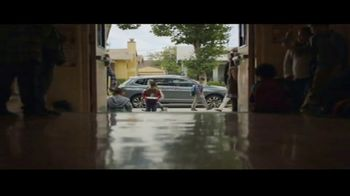 Volkswagen Drive Bigger Event TV Spot, 'Drop Off' [T2] - Thumbnail 6