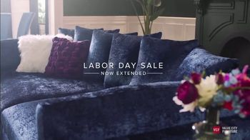 Value City Furniture Labor Day Sale TV Spot, 'Doorbusters Extended: Free Ottoman' - Thumbnail 4