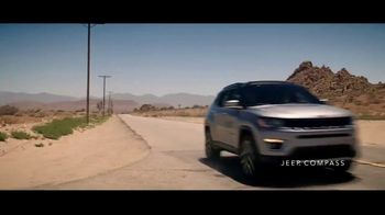 Jeep Labor Day Sales Event TV Spot, 'Compass: Diner' Featuring Jeremy Renner [T2] - Thumbnail 3
