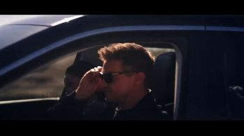 Jeep Labor Day Sales Event TV Spot, 'Compass: Diner' Featuring Jeremy Renner [T2] - Thumbnail 6