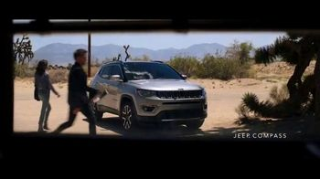 Jeep Labor Day Sales Event TV Spot, 'Compass: Diner' Featuring Jeremy Renner [T2] - Thumbnail 7