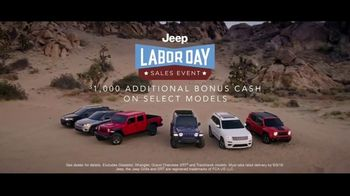 Jeep Labor Day Sales Event TV Spot, 'Compass: Diner' Featuring Jeremy Renner [T2] - Thumbnail 8