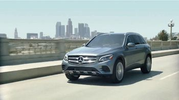 Mercedes-Benz Summer Event TV Spot, 'Rescate' canción de Layup [Spanish] [T2] - Thumbnail 4