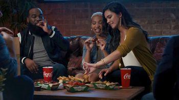 Wingstop Full Flavor Fix TV Spot, 'Donde la noche encuentra su sabor' [Spanish] - Thumbnail 9