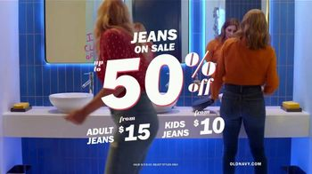 Old Navy High-Rise Slim Straight Jeans TV Spot, 'Reunion: 50 Percent: Adults & Kids' - Thumbnail 9