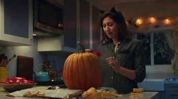 KitKat TV Spot, 'Jack-O'-Lantern' - Thumbnail 7