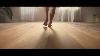 Lumber Liquidators Fall Flooring Kickoff TV Spot, 'Bellawood Distressed Oak'