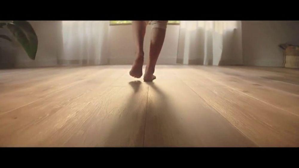 Lumber Liquidators Fall Flooring Kickoff TV Commercial, 'Bellawood Distressed Oak'