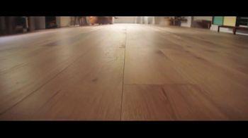 Lumber Liquidators Fall Flooring Kickoff TV Spot, 'Bellawood Distressed Oak' - Thumbnail 2