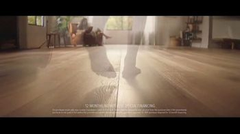 Lumber Liquidators Fall Flooring Kickoff TV Spot, 'Bellawood Distressed Oak' - Thumbnail 5