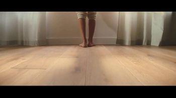 Lumber Liquidators Fall Flooring Kickoff TV Spot, 'Bellawood Distressed Oak' - Thumbnail 8