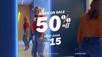 Old Navy High-Rise Slim Straight Jeans TV Spot, 'Reunion' Featuring Busy Philipps - Thumbnail 7