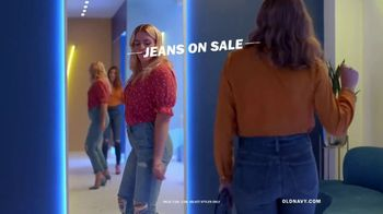 Old Navy High-Rise Slim Straight Jeans TV Spot, 'Reunion' Featuring Busy Philipps - Thumbnail 6
