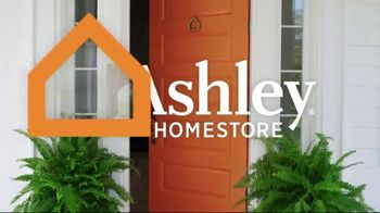 Ashley HomeStore Black Friday in July TV Spot, 'Beautyrest Dresden Queen' Song by Midnight Riot - Thumbnail 2