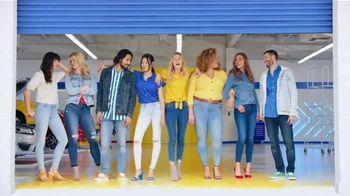 Old Navy TV Spot, 'Garaje: descuentos en toda la tienda' canción de Kaskade  [Spanish] - Thumbnail 10