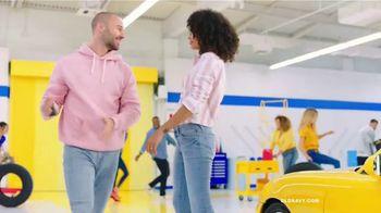 Old Navy TV Spot, 'Garaje: descuentos en toda la tienda' canción de Kaskade  [Spanish] - Thumbnail 9