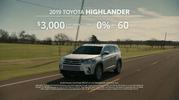 2019 Toyota Highlander TV Spot, 'Best Seats in the House' [T2] - Thumbnail 10