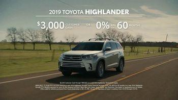 2019 Toyota Highlander TV Spot, 'Best Seats in the House' [T2] - Thumbnail 8