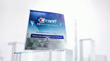 Crest 3D Whitestrips TV Spot, 'Choice of Beauty Editors' - Thumbnail 2