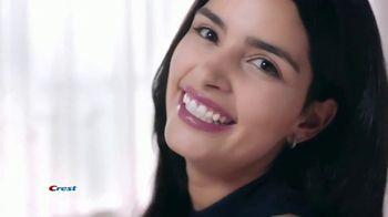 Crest 3D Whitestrips TV Spot, 'Choice of Beauty Editors' - Thumbnail 7