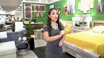Ashley HomeStore Venta del Día del Trabajo TV Spot, 'Comedor para el exterior' [Spanish]