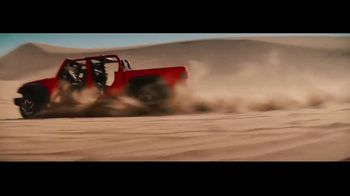 2020 Jeep Gladiator TV Spot, 'Seats' Song by Zayde Wolf [T1] - Thumbnail 10