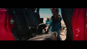 2020 Jeep Gladiator TV Spot, 'Seats' Song by Zayde Wolf [T1] - Thumbnail 6